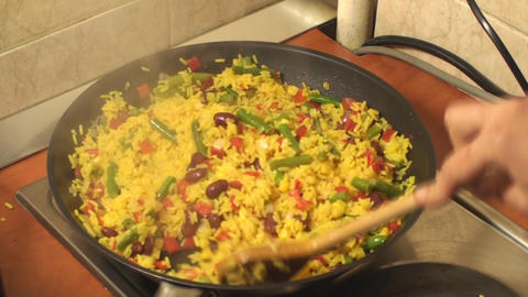 Mexican Rice Cooking In The Frying Pan ライブ動画