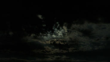 Timelapse cloudy moon Footage