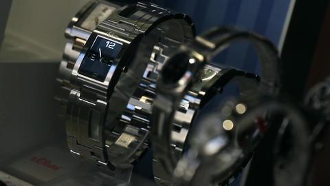 Watches in a display window lizenzfreie Videos