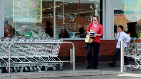 Row docking station for shopping trolleys Footage