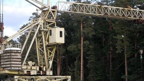 rail crane turns Stock Video Footage