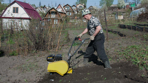 Motor cultivator 4 Live Action