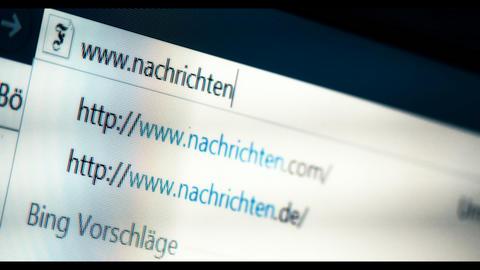 Typing Nachrichten into a browser, WWW, URL Footage