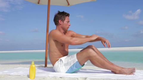 Man Applying Sun Lotion On Beach Holiday 영상물