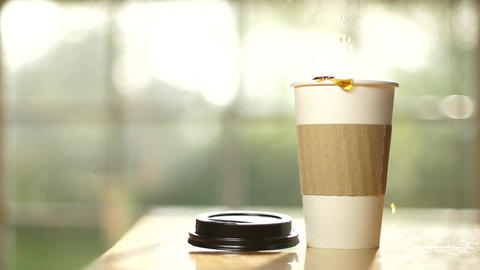Coffee cup pour slow motion full ภาพวิดีโอ