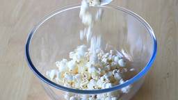 Popcorn in the bowl - slow motion Live Action