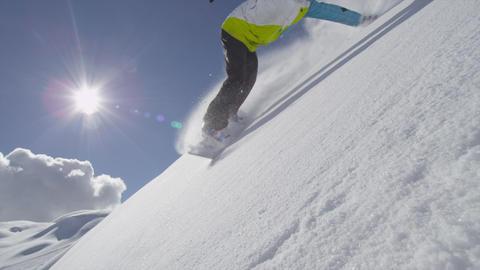 SLOW MOTION: Snowboarder hand drag ビデオ