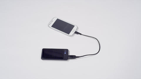 Charging smartphone with solar cell phone charger Live Action