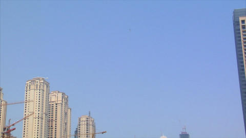 helicopter arrive dubai marina Stock Video Footage