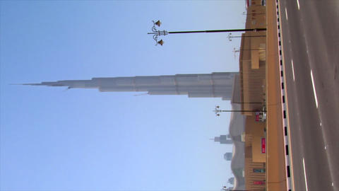 VERTICAL burj Dubai traffic Footage