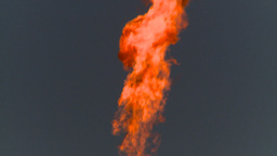 HD2008 8 1 24 gas flare Stock Video Footage