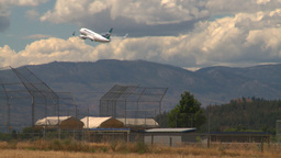 HD2008-8-2-54 737 takeoff thru frame Stock Video Footage