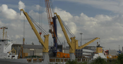 4K, Crane in harbor, hamburg Filmmaterial