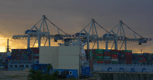 4K, crane in harbor, loading ships, hamburg Stock Video Footage