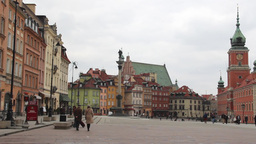 Warsaw. King Sigismund Column And The Royal Castle stock footage