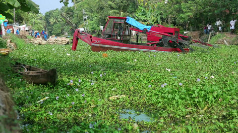 ALLEPPEY, INDIA - MARCH 2013: Floating digger at w Stock Video Footage