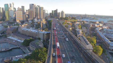 car traffic, the rocks and skyline seen from the s Live影片