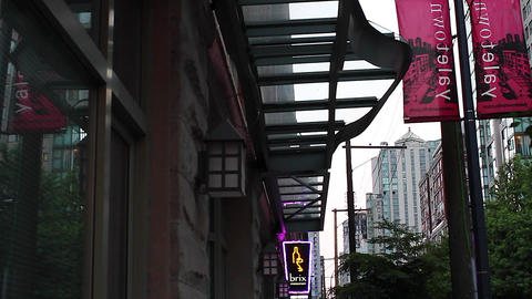 yaletown - high to low tilt homer st Stock Video Footage