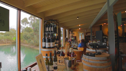 a pan of an barossa valley wine shop beside a beau Live影片