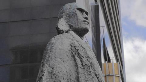 high to tilt of an interesting Maori warrior statu Footage