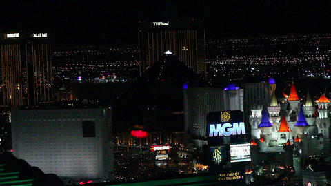 penthouse evening view - mgm grand, luxor and exca Stock Video Footage