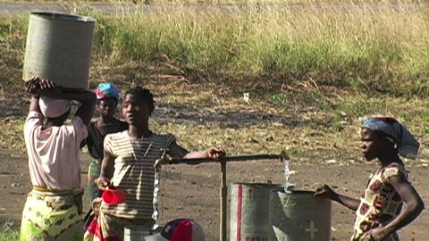 0846 Getting Water in Africa Stock Video Footage