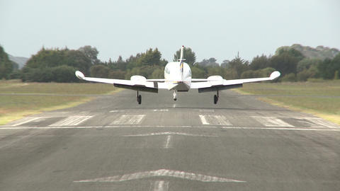twin prop plane lands Stock Video Footage