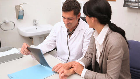 Doctor explaining the Xray to patients Stock Video Footage