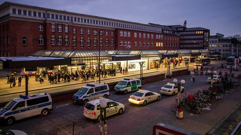 Hamburg Bus Stop DSLR Time Lapse Footage