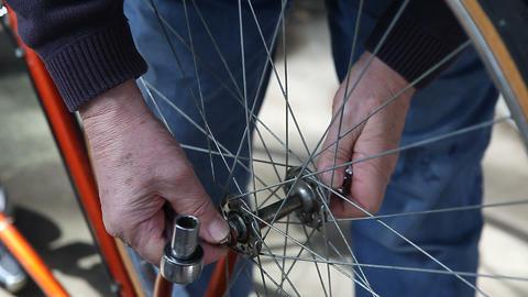 removing bike wheel Stock Video Footage