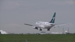 HD2008-6-1-20 B737 landing LL Stock Video Footage
