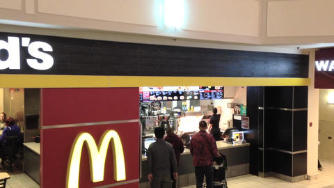 Motion shot of McDonalds ビデオ