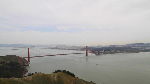 2 angles - aerial dolly shot of golden gate Live影片