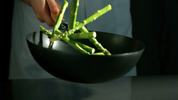 Chef tossing wok of asparagus ビデオ