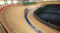 velodrome pursuit race Stock Video Footage