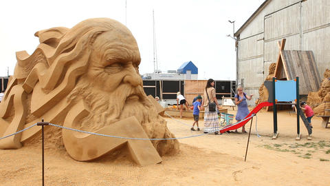 Sand sculpture depicting a head from the Nordic my ビデオ