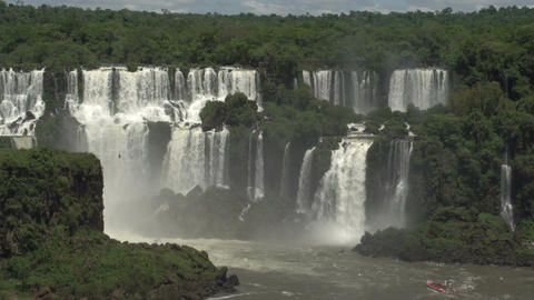 015 Iguazu waterfalls , big boat with tourists und Stock Video Footage