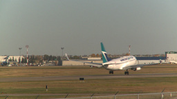 HD2008-10-2-41 B737 thru frame touchdown puff of tire smoke Stock Video Footage