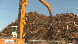 HD2008-9-3-30 metal recycler grapple Stock Video Footage