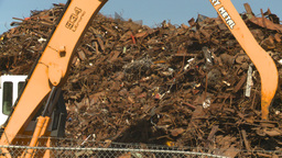 HD2008-9-3-32 metal recycler grapple Stock Video Footage