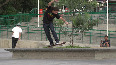 091 Sao Paulo , skateboarding in park , slowmotion Footage