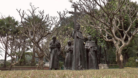 gomburza priests statues Stock Video Footage