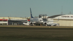 HD2009-8-43-9RC B737 taxi and turn Stock Video Footage
