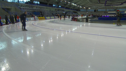 HD2009-12-1-51 Speed skaters practise corner Stock Video Footage