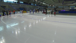 HD2009-12-1-51 Speed skaters practise corner Stock Video Footage