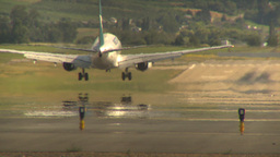 HD2009-6-26-20 B737 landing LLL Footage