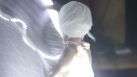 actress girl in white ビデオ