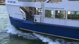 NYC ferry departs Stock Video Footage