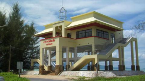 tsunami save rescue bird house thailand beach Stock Video Footage