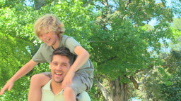 Young boy on his fathers shoulders Footage